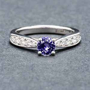 Solitaire en or et tanzanite